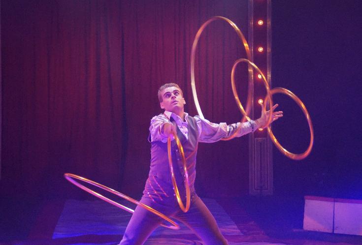 Book the hula hoop act